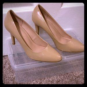 Tan, low heeled, pump